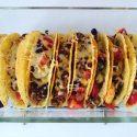 Mexicaanse taco's uit de oven met gehakt, kidneybonen en tomaatjes