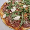 Pizza carpaccio met truffelmayonaise