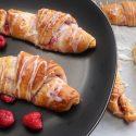 Croissantjes met frambozen